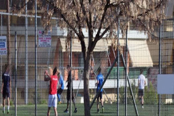 Λαμία: Νέοι έπαιζαν ανενόχλητοι ποδόσφαιρο σε γήπεδο