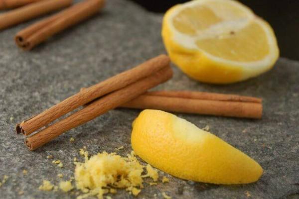 Γιαγιά πήρε λεμόνι, μέλι και κανέλα και τα ανακάτεψε - Ο λόγος θα σας αφήσει άφωνους
