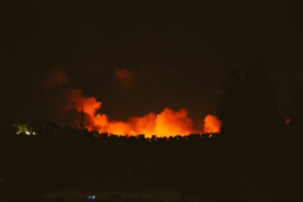 Ατελείωτο χάος στη Λέσβο! Φωτιά σε κέντρο υποδοχής στο νησί! (video)