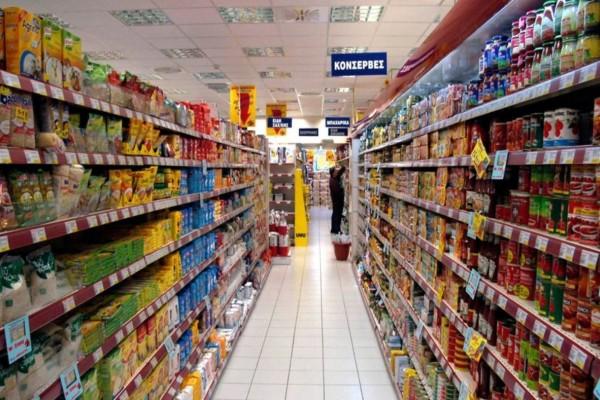 Αδιανόητο: Έβηξε επίτηδες και ανάγκασε το σούπερ μάρκετ να πετάξει προϊόντα αξίας 35.000 δολαρίων!