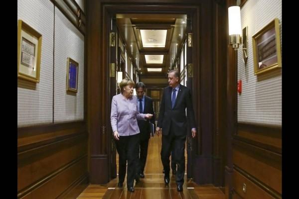 Συνάντηση Ερντογάν - Μέρκελ: Ζήτησε αναθεώρηση της συμφωνίας του προσφυγικού