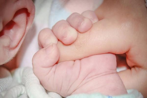 Γέννησε η γυναίκα που είχε βρεθεί θετική στον κορωνοϊό (videos)