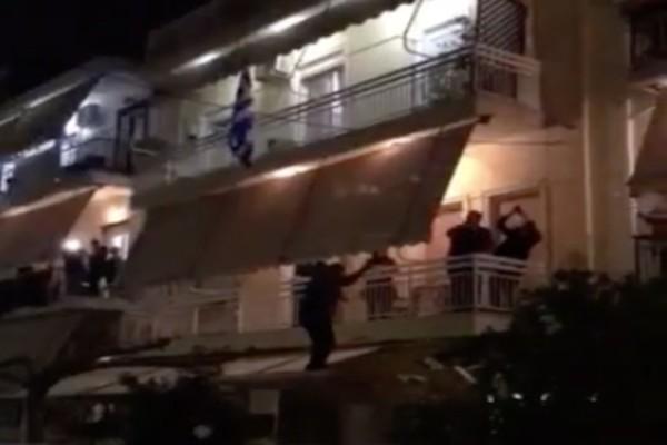 Έπος: Έκαναν… μπουζούκια τα μπαλκόνια και χόρεψαν στη σκεπή!