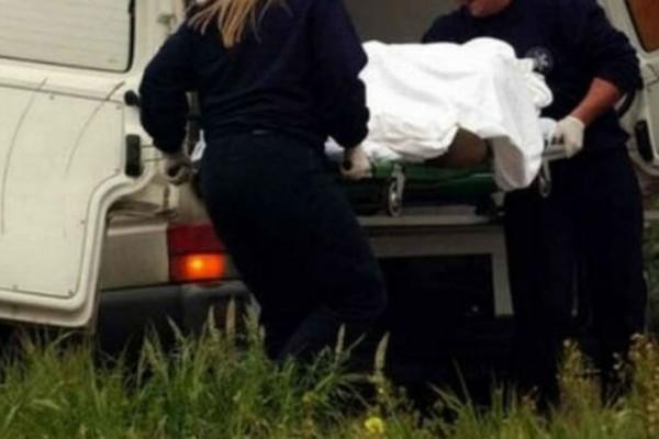 44χρονη γυναίκα μόνο με τα εσώρουχα βρέθηκε νεκρή έξω από σχολείο - Το κεφάλι της ήταν...