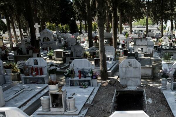 18χρονοι άνοιξαν τάφο για να βγάλουν μια selfie - Μόλις δείτε τι έκλεψαν από μέσα θα πάθετε σοκ!
