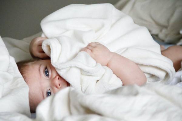Σοκ: Κρούσμα κορωνοϊού και για νεογέννητο μωρό - Παλεύουν να το σώσουν μαζί με τη μητέρα του!