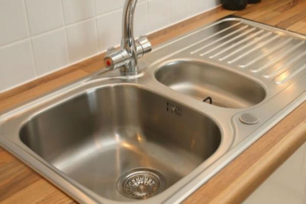 Θανάσιμος κίνδυνος μόλυνσης από τον νεροχύτη της κουζίνας - Δώστε βάση
