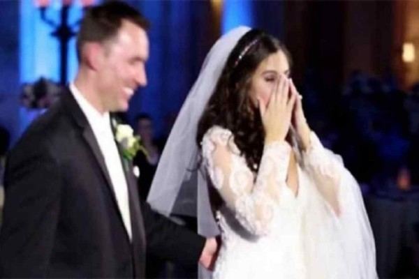 Νύφη νομίζει ότι ο «άσχετος» Dj κατέστρεψε τον γάμο της μέχρι που γυρίζει το βλέμμα της στη σκηνή