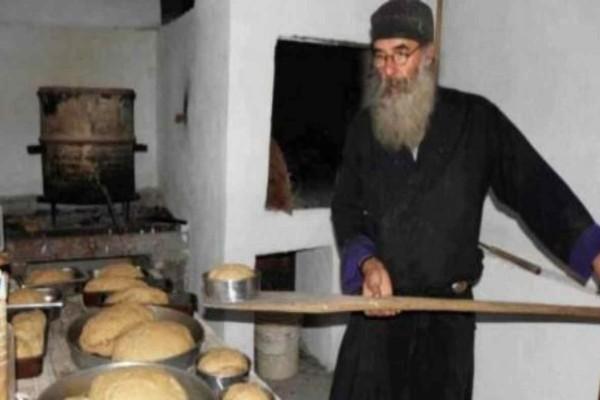 Αγιορείτικο τραγανό ψωμί - Η μυστική συνταγή των μοναχών με 3 υλικά - Γεύση  & Συνταγές - Athens magazine