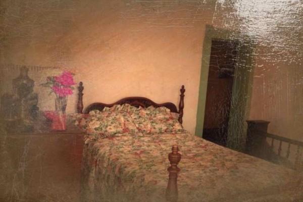 Τρόμος: Αυτό το σπίτι είναι στοιχειωμένο  - Όταν παρατηρήσετε τι φαίνεται στη φωτογραφία θα μουδιάσετε