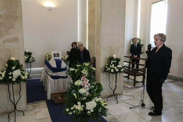 Με συγκίνηση το τελευταίο «αντίο» στον Φίλιππο Πετσάλνικο