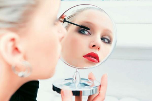 2+1 tips από τους κορυφαίους makeup artists για το τέλειο μακιγιάζ στο σπίτι!