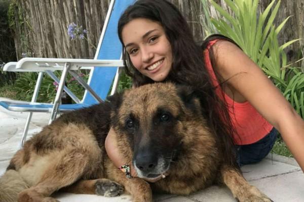 17χρονη πήγε να βγάλει selfie με το σκύλο της... Η συνέχεια σοκάρει... (photo)