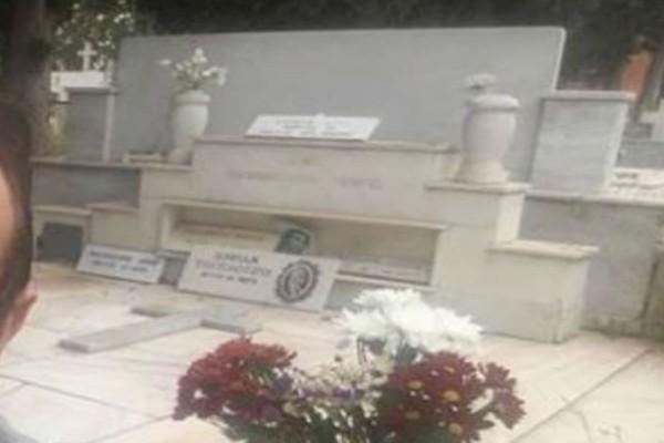 Διάσημος Έλληνας ηθοποιός βγάζει selfie στον οικογενειακό του τάφο!