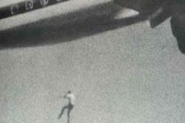 Κάμερα καταγράφει αγόρι που πέφτει από τον ουρανό - Η τραγωδία με τον 14χρονο που έπεσε από αεροπλάνο