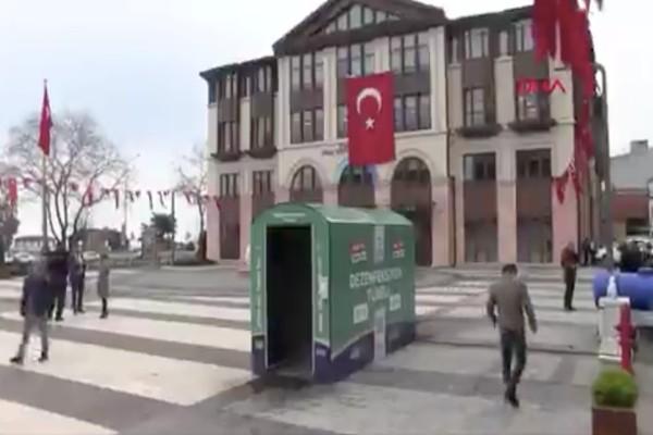 Κορωνοϊός: Το πάνε… σε άλλο επίπεδο οι Τούρκοι «ψεκάζοντας» τους πολίτες!