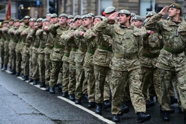 Χάος στη Βρετανία: Η Κυβέρνηση στέλνει 20.000 στρατιώτες στους δρόμους και τα νοσοκομεία για τον κορωνοϊό! (video)