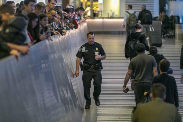 Χάος στις ΗΠΑ: Παρέλυσαν τα αεροδρόμιο στον έλεγχο των επιβατών για κορωνοϊό! (video)