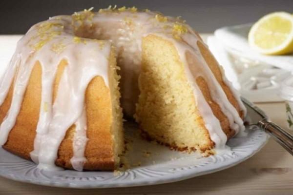 Ελαφρύ κέικ με λεμόνι και γιαούρτι χωρίς μίξερ!