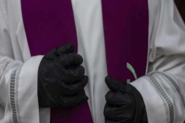 Αδιανόητο: Έκλεισαν οι εκκλησίες και παπάδες εξομολογούν μέσα σε αυτοκίνητα