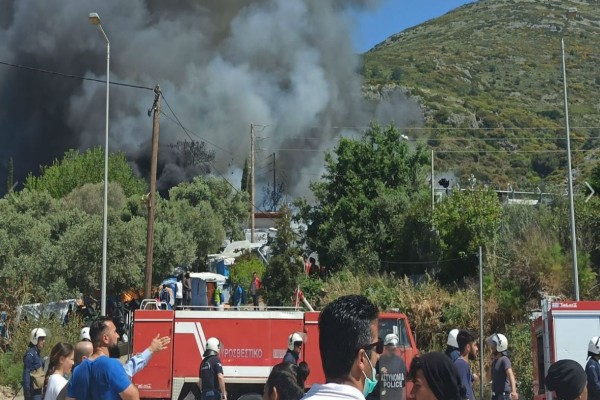 Σάμος: Νέα πυρκαγιά - Εντονότερα τα επεισόδια μεταξύ προσφύγων
