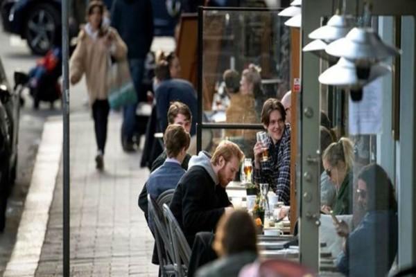 Σουηδία: Όπως άνοιξαν τα μπαρ έτσι ξαναέκλεισαν - Χαμός από κόσμο