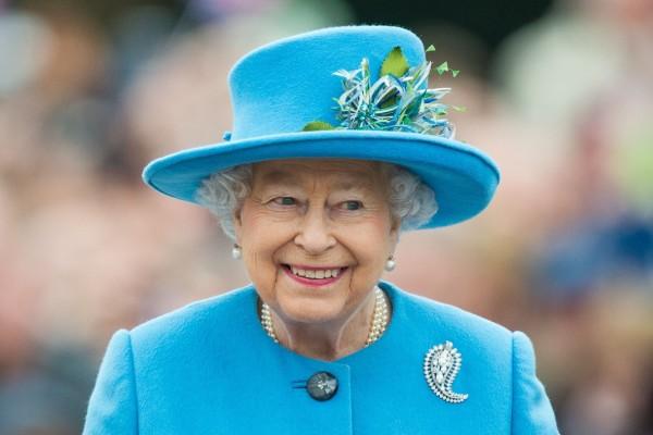 «Σεισμός» στο Buckingham: Τραβάει… τα μαλλιά της η Βασίλισσα Ελισάβετ με την είδηση που άκουσε