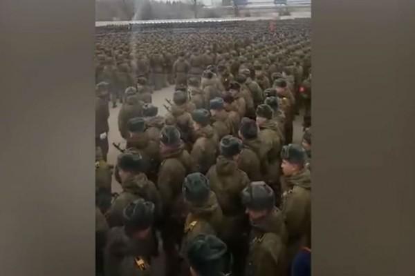Κορωνοϊός Ρωσία: Σε υποχρεωτική καραντίνα 15.000 στρατιώτες μετά από πρόβα παρέλασης