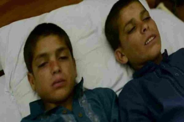 Φαίνονται σαν 2 φυσιολογικά αγόρια - Μόλις όμως πέσει το σκοτάδι, αυτό που τους συμβαίνει είναι ανατριχιαστικό