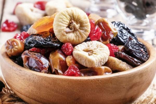 Μην ξαναφάτε αυτά τα αποξηραμένα φρούτα! Μπορεί να...