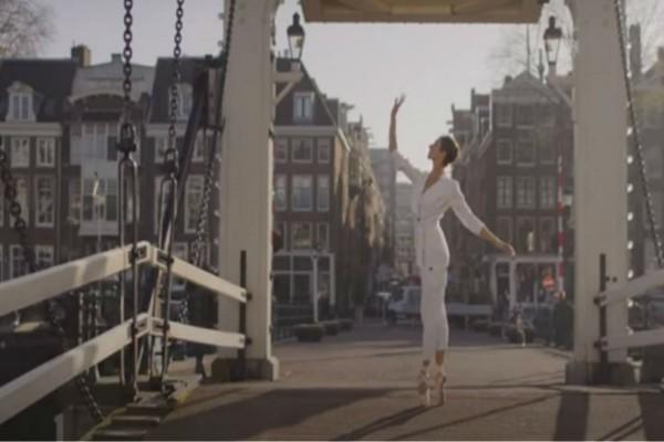 Ολλανδία: Ρεσιτάλ από μπαλαρίνες στους άδειους δρόμους