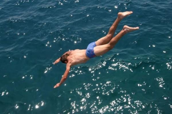 Κορωνοϊός: Πως θα κάνετε μπάνιο με ασφάλεια; Πισίνα ή θάλασσα;