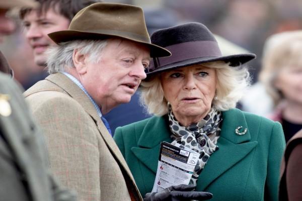 Χαμός στη Buckingham: «Κόλλησε» από τον πρώην άνδρα της Καμίλα κορωνοϊό ο Πρίγκιπας Κάρολος;