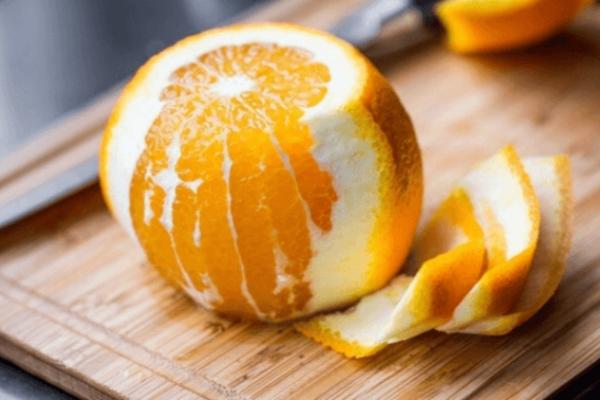 Έβαλε μια φλούδα από πορτοκάλι στο φούρνο! Το αποτέλεσμα; Συγκλονιστικό!