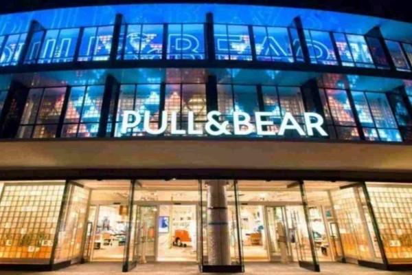 Pull&Bear e - shop: Το φόρεμα που έγινε ήδη τάση και ταιριάζει σε κάθε γυναίκα