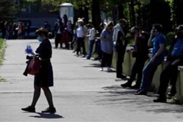 Κορωνοϊός: Πανικός επικρατεί στην Τσεχία από πολίτες που θέλουν να κάνουν το τεστ