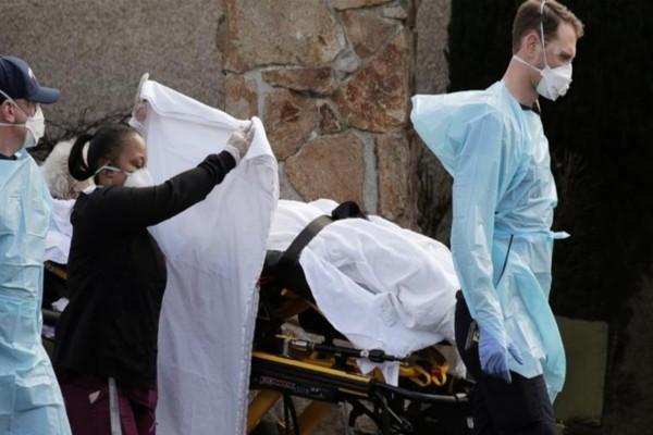 Όλεθρος στις ΗΠΑ από τον κορωνοϊό: Άλλοι 865 νεκροί μέσα σε ένα 24ωρο!