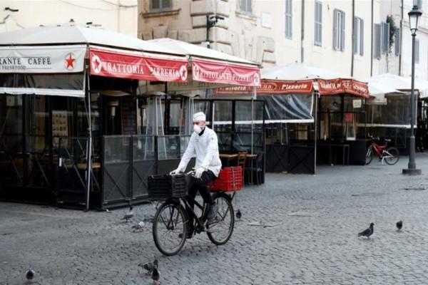 Αδιανόητο: 49χρονος ντελιβεράς πέθανε από κορωνοϊό και το κατάστημα παραμένει ανοικτό!
