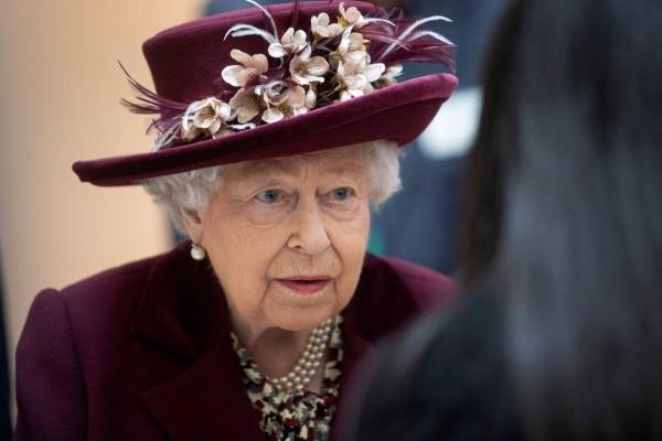 Πανικός στο Μπάκιγχαμ: Θετικός στον κορωνοϊό στενός συνεργάτης της Βασίλισσας Ελισάβετ!