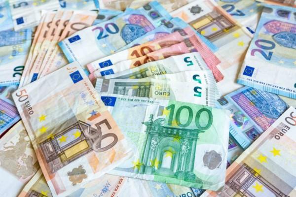 Μεγάλη Εβδομάδα πληρωμών: Επιδόματα και δώρο Πάσχα - Νωρίτερα οι συντάξεις - Αναλυτικά όλες οι ημερομηνίες (Video)