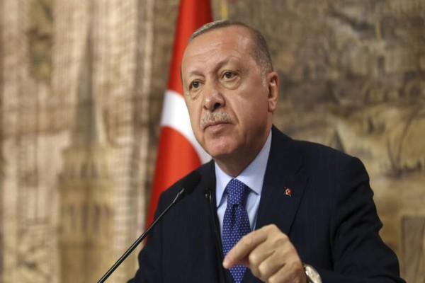 Στο χείλος του γκρεμού λόγω κορωνοϊού η Τουρκία - Σε αμφισβήτηση και ο Ερντογάν