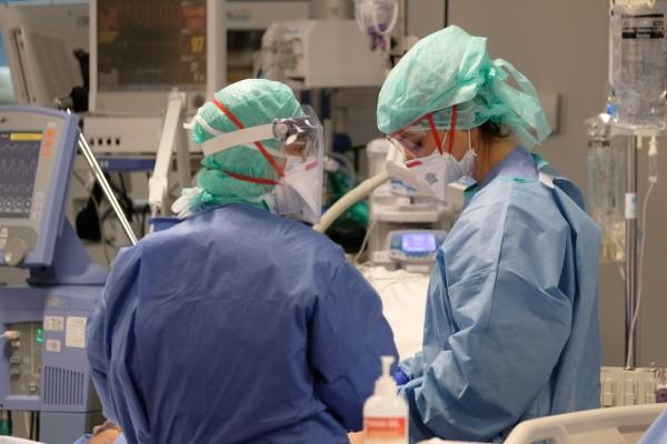 Δεύτερος νεκρός από κορωνοϊό στην κλινική του Περιστερίου - Εισαγγελική έρευνα και για την «Κασταλία»