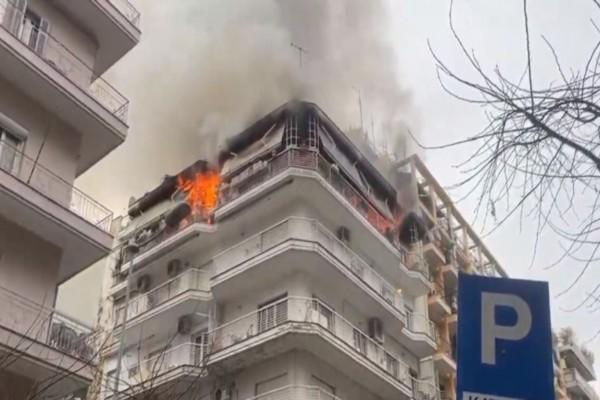 Πανικός: Φωτιά σε διαμέρισμα στη Θεσσαλονίκη