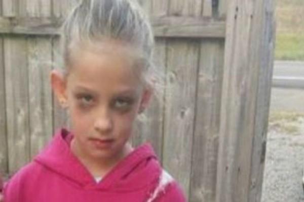 Η φωτογραφία του μικρού κοριτσιού κάνει τον γύρο του διαδικτύου - Όταν την δείτε ολόκληρη θα παγώσετε