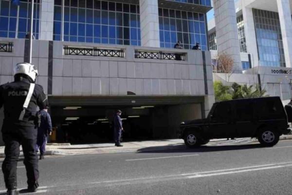 Κορωνοϊός: Σε καραντίνα μπήκαν 15 αστυνομικοί της ΓΑΔΑ μετά την επαφή που είχαν με μετανάστη θετικό στον ιό