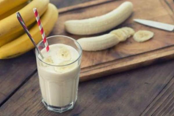 Πίνετε γάλα και τρώτε μπανάνα; «Φονικός» συνδυασμός - Σταματήστε το αμέσως!