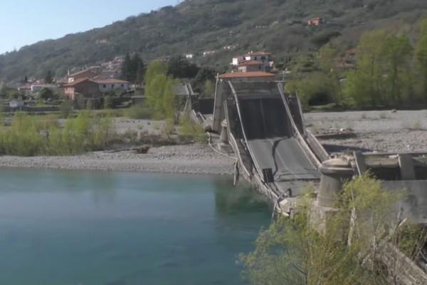 Ιταλία: Κατέρρευσε γέφυρα στην Γένοβα - Τους έσωσε η απαγόρευση κυκλοφορίας