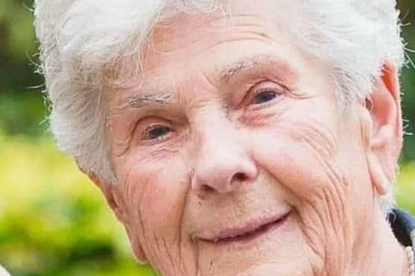 90χρονη γιαγιά που είχε κορωνοϊό θυσιάστηκε για τους νεότερους - Η κίνησή της που προκάλεσε ρίγη συγκίνησης