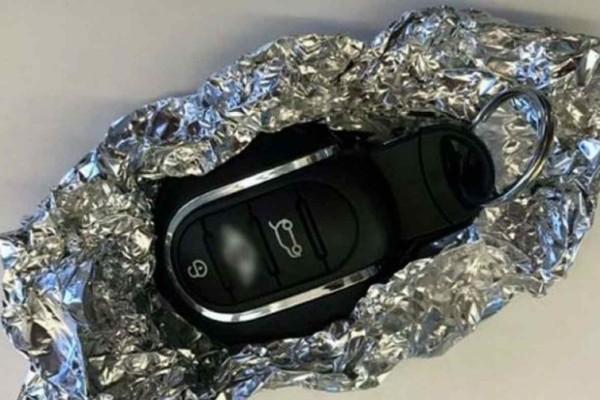 Τύλιξε το κλειδί το αυτοκινήτου με αλουμινόχαρτο - Μόλις μάθετε το λόγο θα τρέξετε να το κάνετε