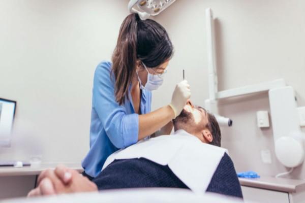 Αυτή η γυναίκα επισκέφθηκε με την κόρη της τον οδοντίατρο - Αυτό που έγινε λίγα λεπτά μετά θα σας σοκάρει!